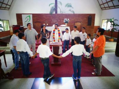 pastori Gerardo kastetilaisuudessa
