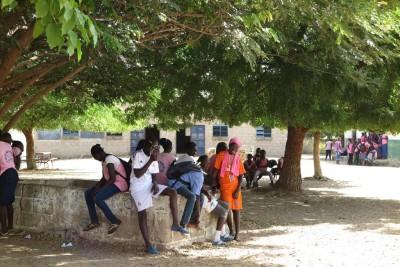 Koulun pihalla Senegalissa
