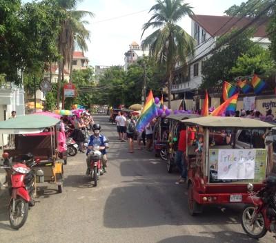 Askeleita avoimuuteen – tuktuk-kisaa Phnom Penhin kaduilla Gay Pride –viikolla.